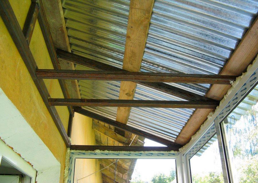 Монтаж крыши на балкон со скидкой из металлического листа