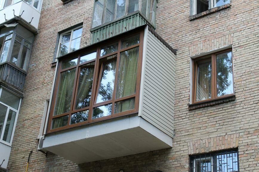 Остекление балконов в сталинке