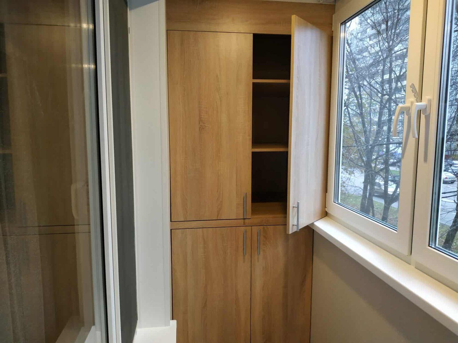 Установка шкафов на балконе со скидкой