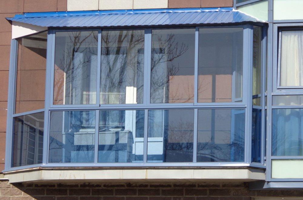 Алюминиевое остекление с крышей и синим стеклом