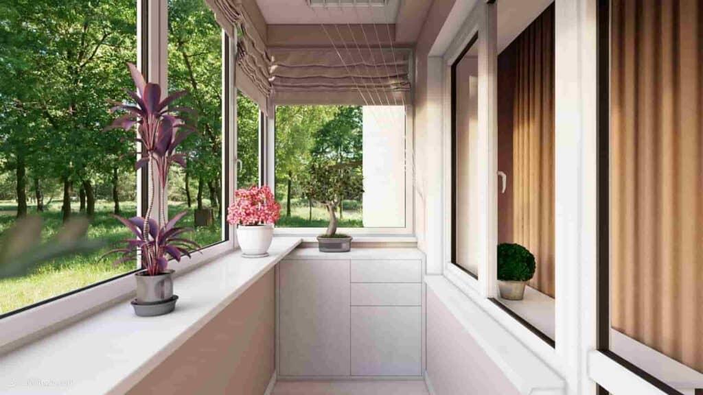 Балкон с цветами на природе